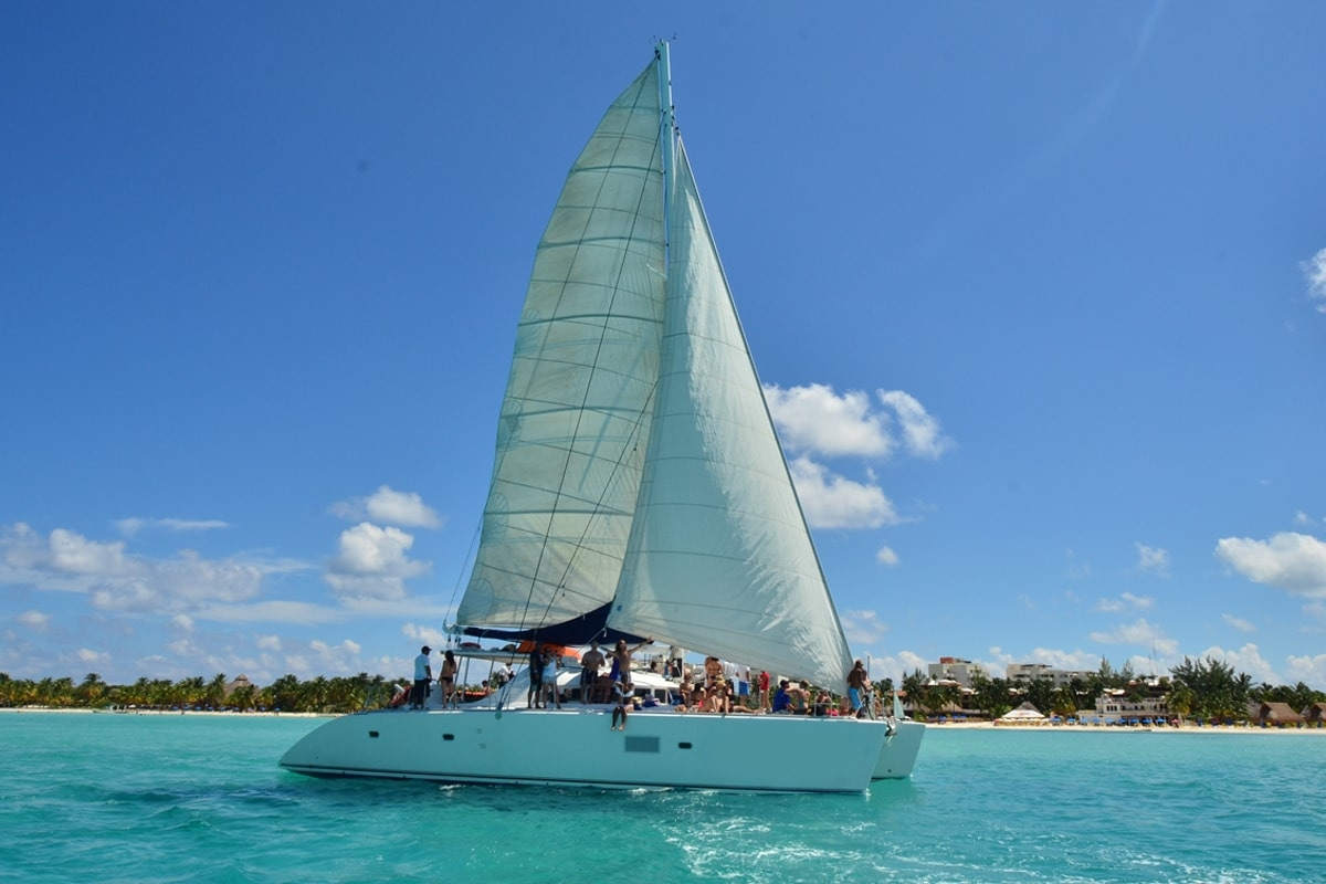 Sail by catamaran to Isla Mujeres - Plus Option-1