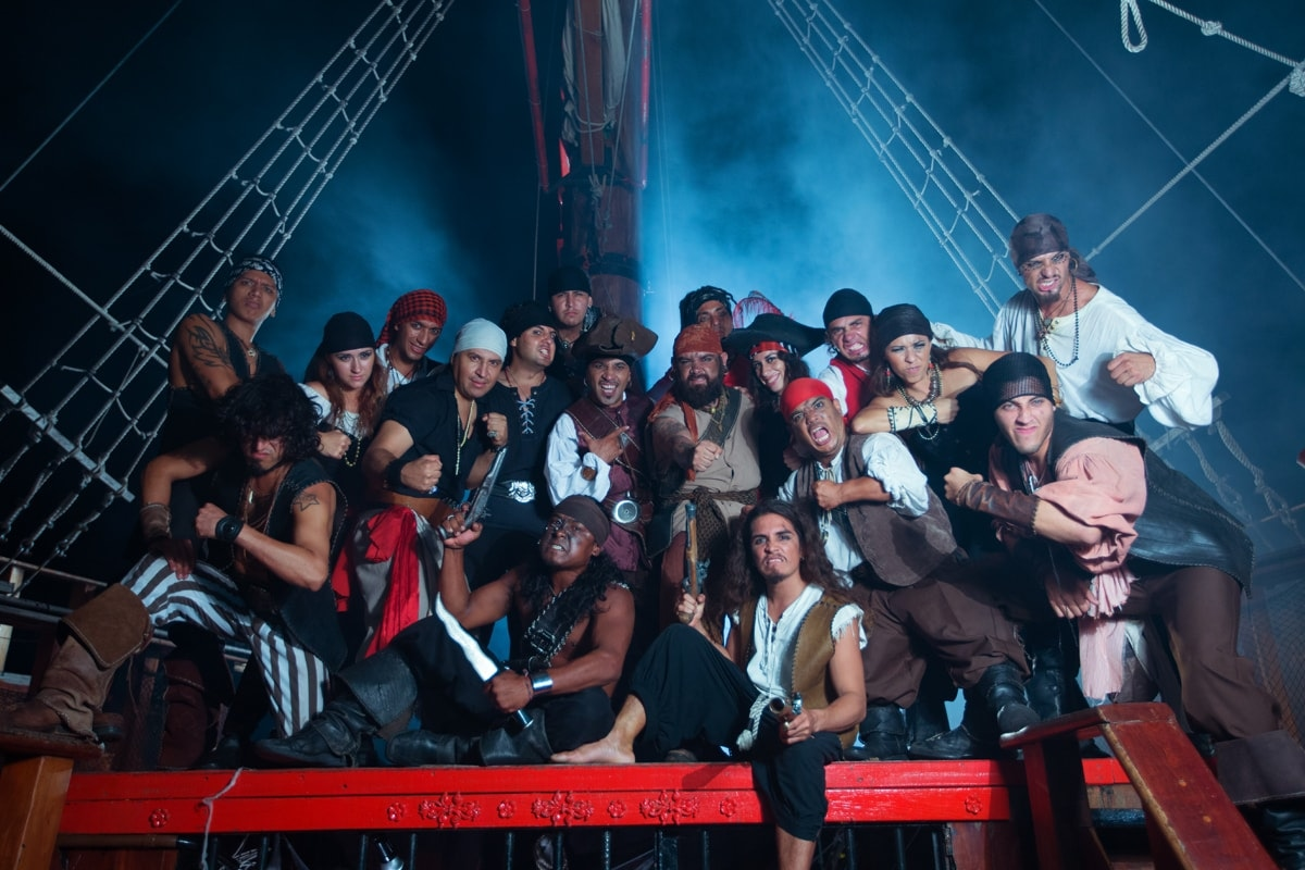 Jolly Roger Pirate Show-1