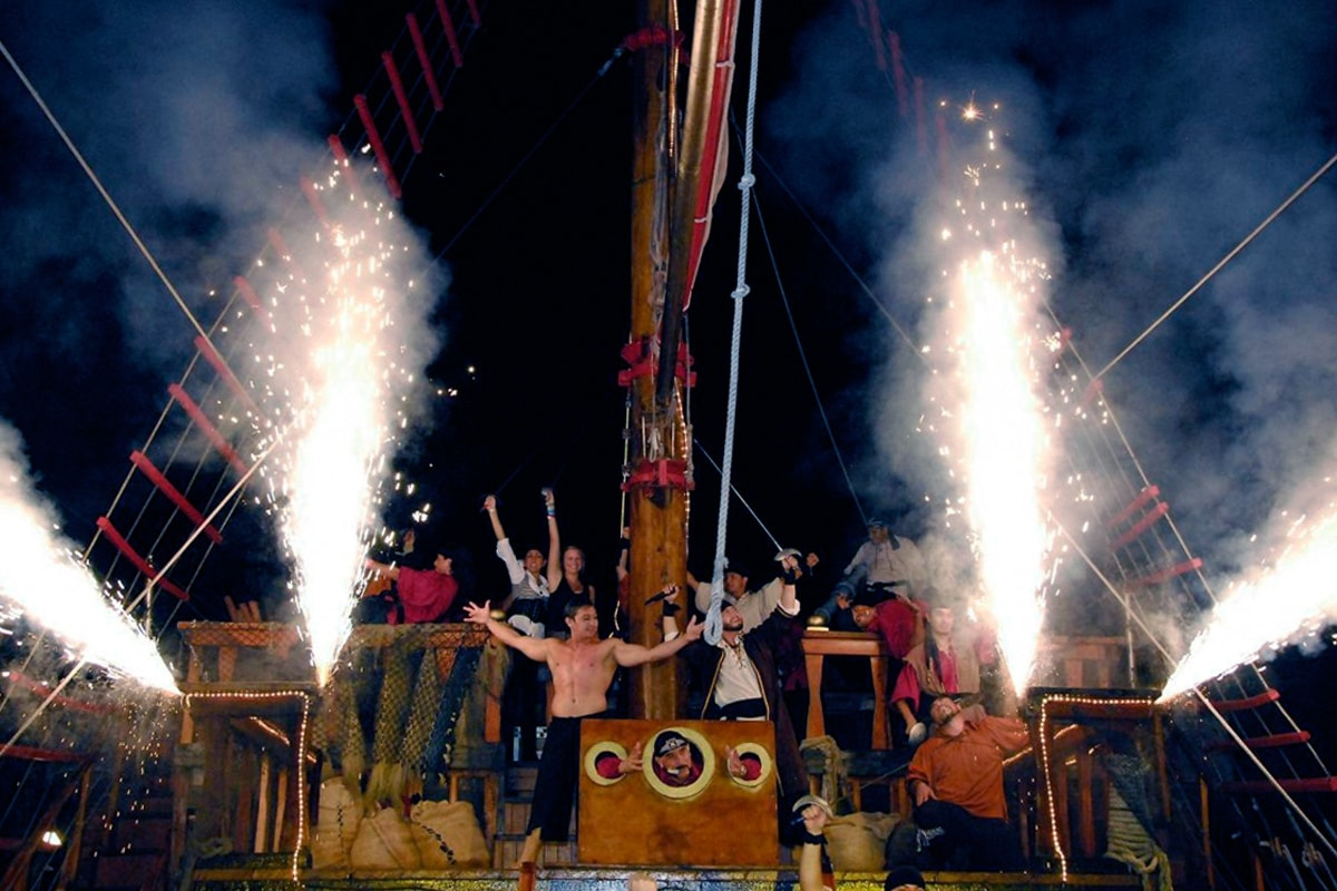 Jolly Roger Pirate Show-3