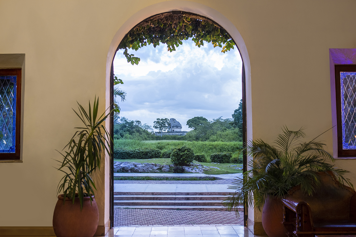 Open the Gate to Chichen Itza ®-1