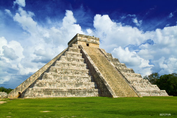 Private Chichen Itza Tour with Light and Sound Show